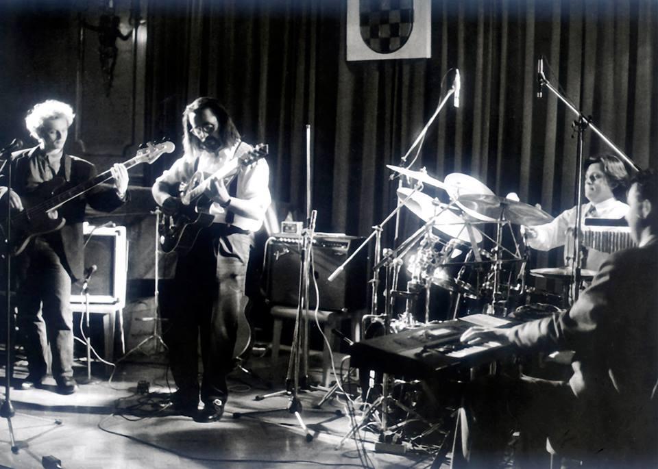 2.Jazz time Rijeka,Guvernerova palača, 1993. ESGroup, Henry Radanović – bas, Tonči Grabušić – bubnjevi, Smiljan Kirinčić – klavir & Elvis Stanić – gitara)/foto: iz arhive Novog Lista